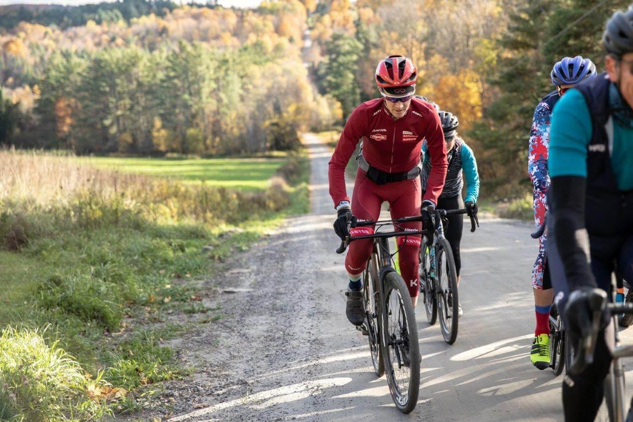 Team Katusha Alpecin-Profi Ian Boswell Trainiert Auf Dem Gravel-Bike