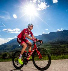"""Hitzeschlacht – """"Coole"""" Tipps zum Rennradfahren im Sommer"""
